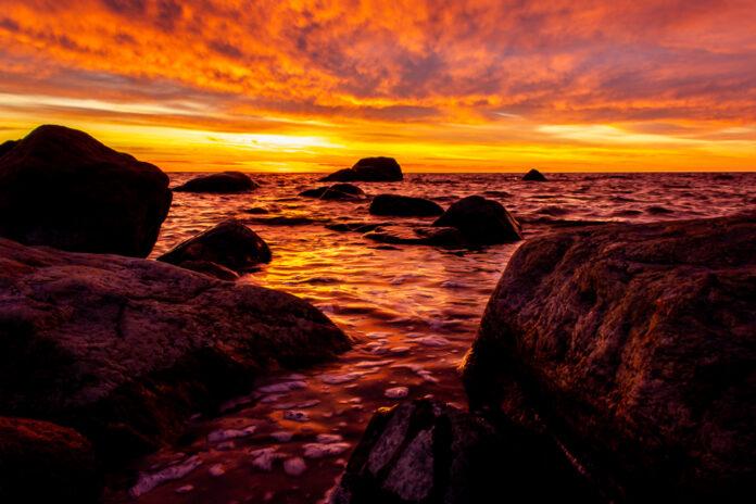 Solnedgång vid Bottenhavet i Skutskär