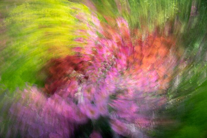 Multiexponering av sju bilder med zoom och kamerarotation